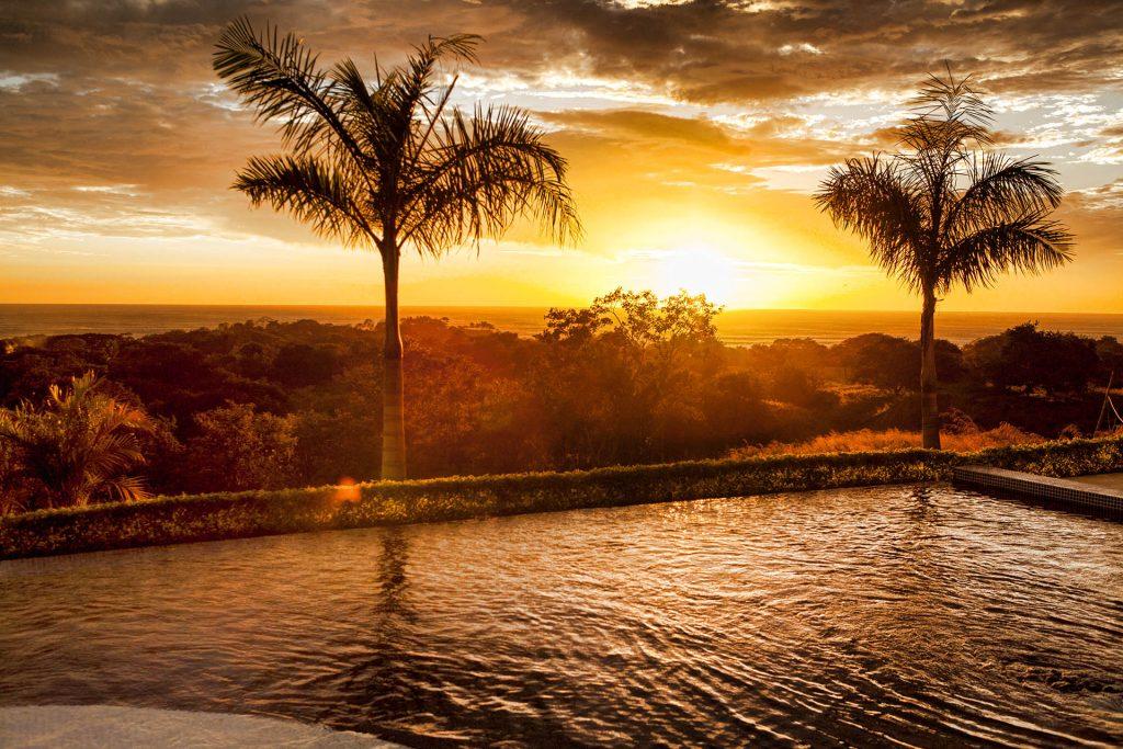 Sunset_pool_modelhome